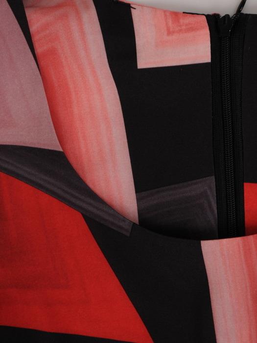 Rozkloszowana sukienka z szerokim paskiem, letnia kreacja w geometryczny wzór 21570
