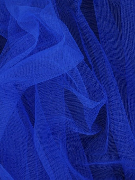 Rozkloszowana sukienka z tiulu i gipiury, chabrowa kreacja na wesele 23000