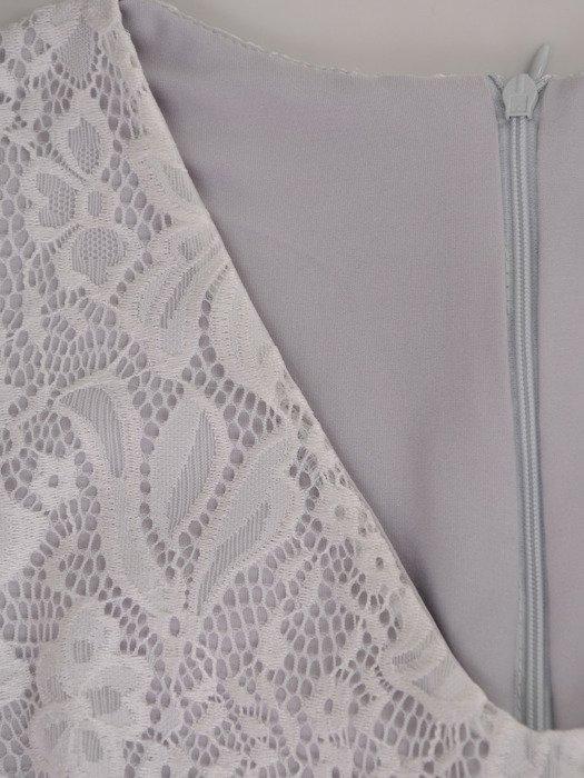 Sukienka damska 17157, elegancka kreacja z tkaniny i koronki.