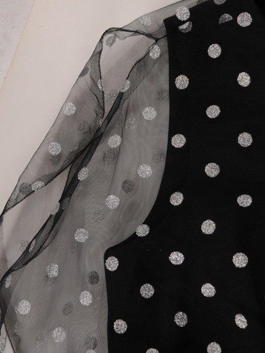 Sukienka damska 18945, czarna kreacja w fasonie maskującym brzuch.