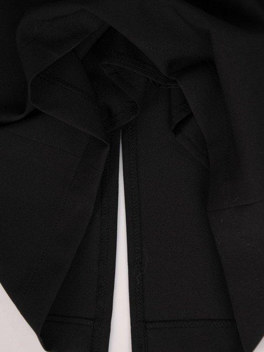 Sukienka damska Aladia I, czarna kreacja z modnymi rękawami.