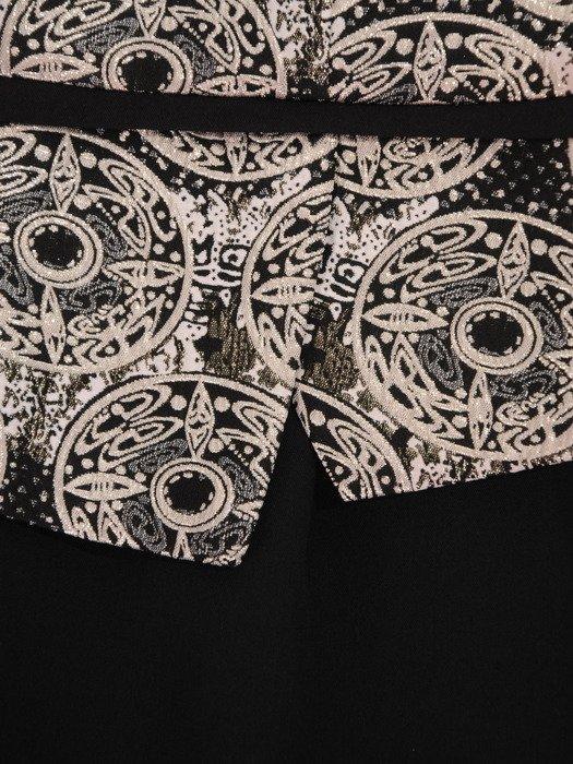 Sukienka damska Ismena, elegancka kreacja z tkaniny żakardowej.
