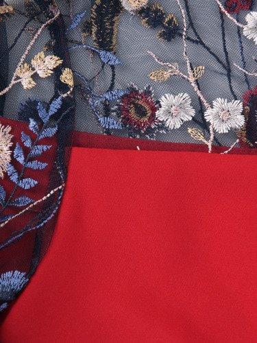 Sukienka damska Krysta III, elegancka kreacja z koronkowym wykończeniem.