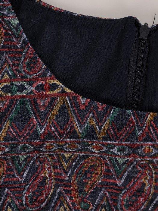 Sukienka damska Krystyna XXVI, wyszczuplająca kreacja z kominem.