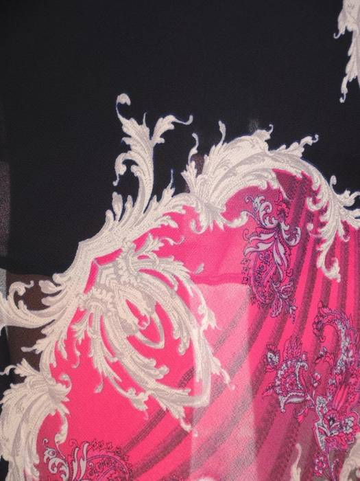 Sukienka damska z szyfonu, kreacja o wyszczuplającym wzorze 29577