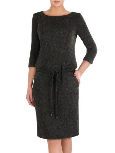 Sukienka dzianinowa Wanda VI, modna kreacja z wiązaniem w talii.