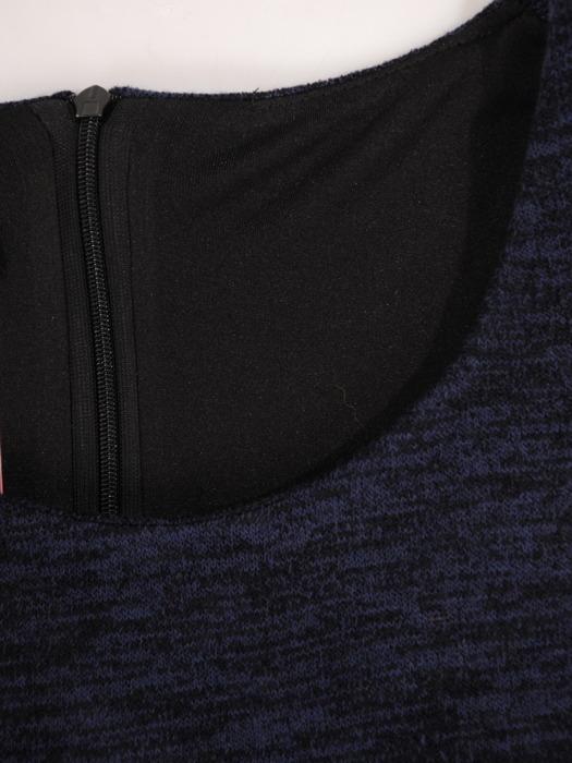 Sukienka dzianinowa , granatowa kreacja w wyszczuplającym wzorze 21894.