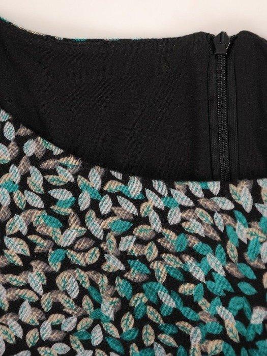 Sukienka o trapezowym kroju, kreacja z falbanami 26796