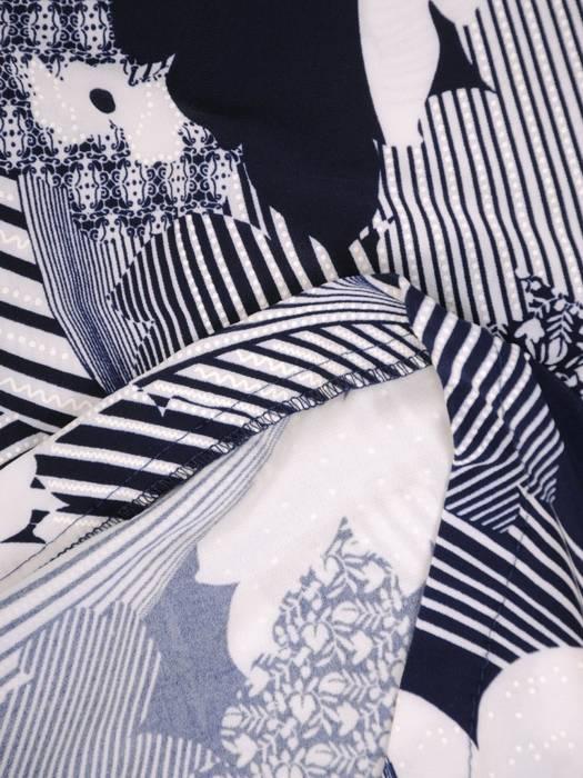Sukienka w ciekawy wzór, prosty fason z dekoltem w serek 28920