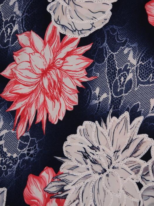 Sukienka w kwiaty, prosta kreacja z dekoltem w serek 21629.