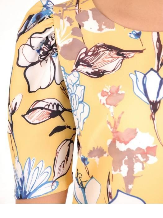Sukienka w kwiaty, prosta kreacja z modnymi rękawami 29086