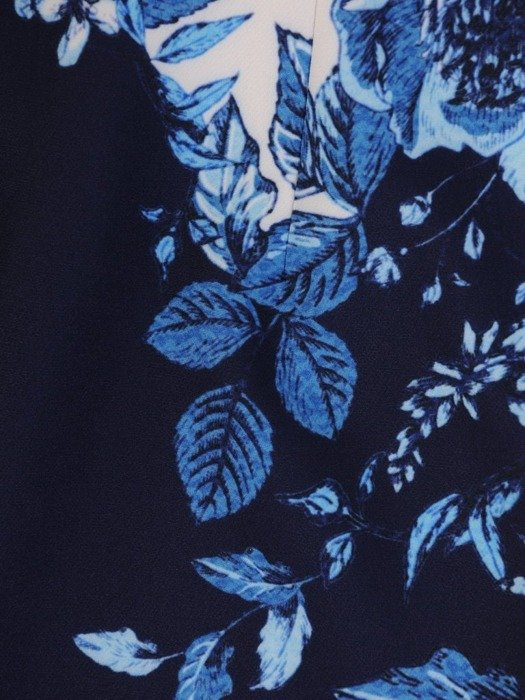Sukienka w kwiaty, prosta kreacja z tkaniny 25644