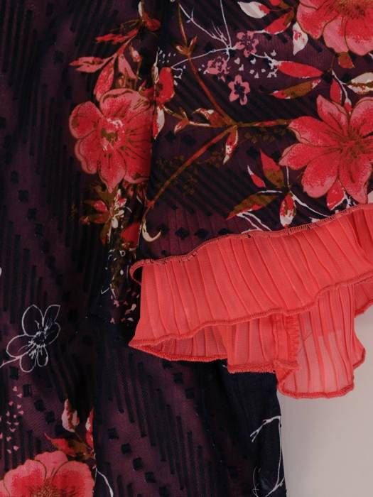 Sukienka w kwiaty, zwiewna kreacja w luźnym fasonie 26383