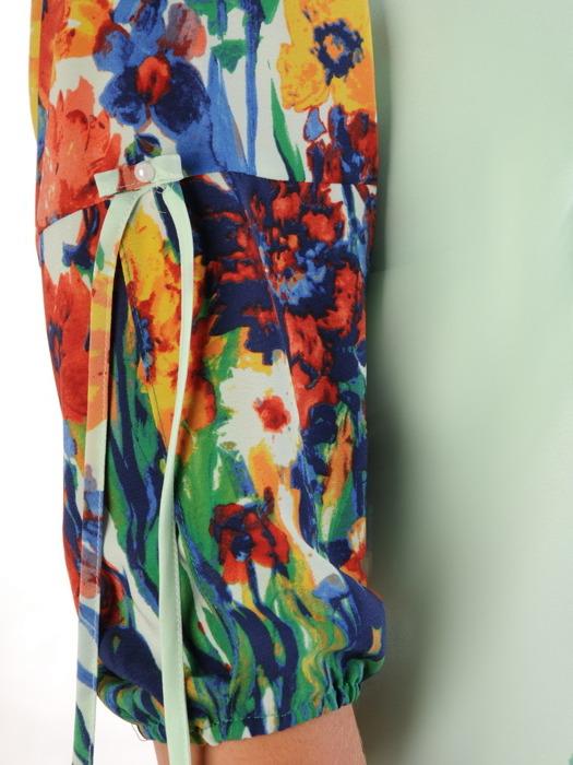 Sukienka w kwiaty, zwiewna kreacja z ozdobnymi rękawami 22378.