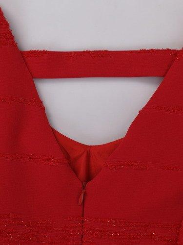 Sukienka wizytowa Rozalinda I, czerwona kreacja z żakardowej tkaniny.