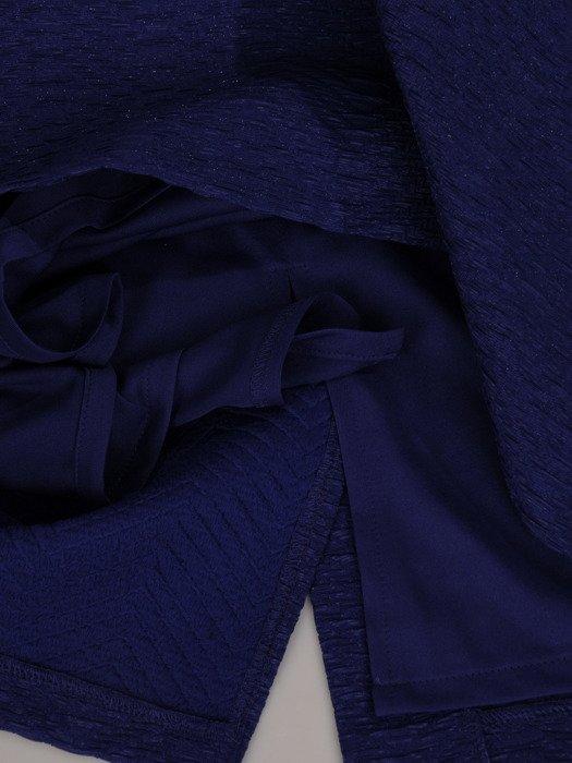 Sukienka wyjściowa 18758, chabrowa kreacja z tkaniny żakardowej.