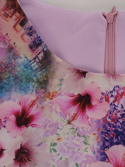 Sukienka z kwiatową wstawką Doriana, niebanalna kreacja na wiosnę.
