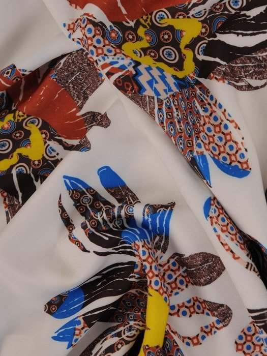 Sukienka z paskiem, wiosenna kreacja w modnym wzorze 25027