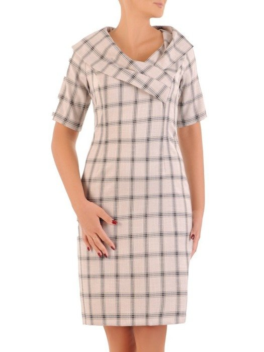 Sukienka z tkaniny, prosta kreacja w kratę z ozdobnym kołnierzem 26785