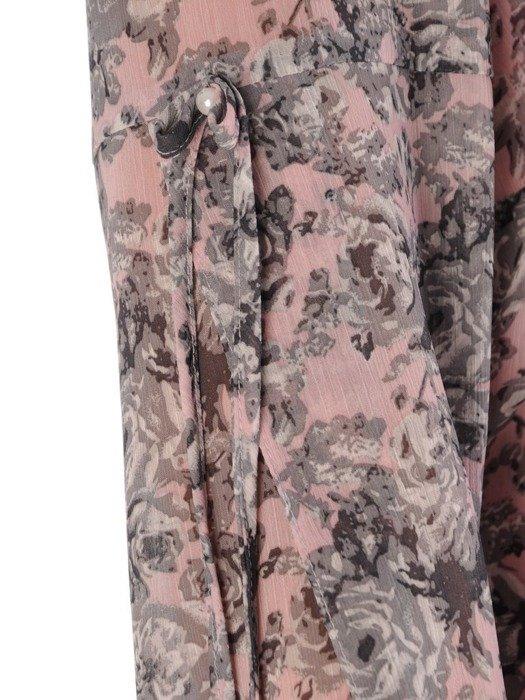 Szyfonowa sukienka w kwiaty, kreacja z ozdobnymi rękawami 23690