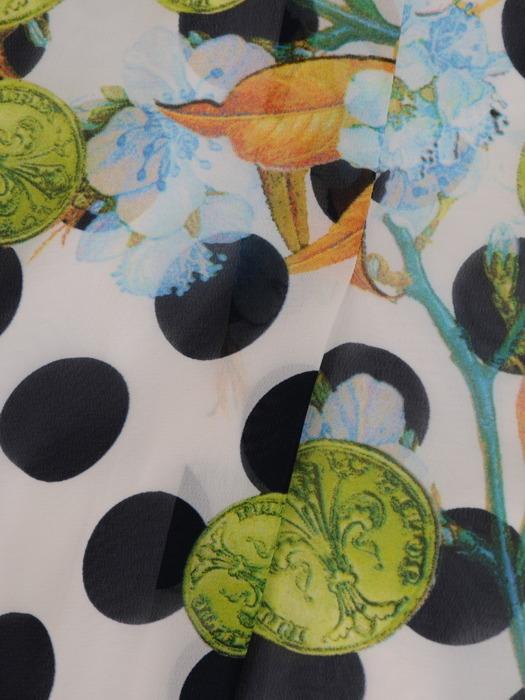 Szyfonowa sukienka z kontrafałdami, zwiewna kreacja w groszki i kwiaty 21072