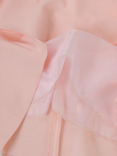 Trapezowa sukienka z rękawami z koronki 14895, kreacja w pastelowym kolorze.