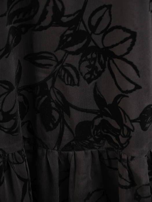 Wizytowa, czarna sukienka bez rękawów z motywem kwiatowym 30575