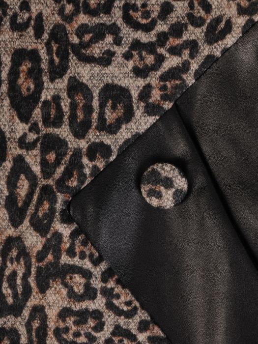 Wyszczuplająca sukienka z dzianiny w zwierzęcym wzorze 22301.