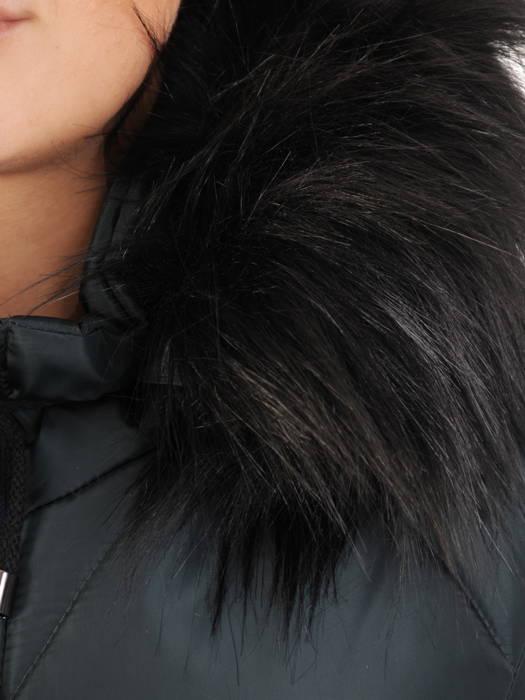 Wyszczuplający płaszcz z pikowanej tkaniny z kapturem 30709