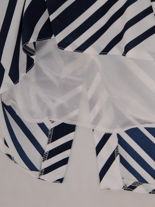Wzorzysta sukienka z półgolfem, kreacja w modnych kolorach 25074