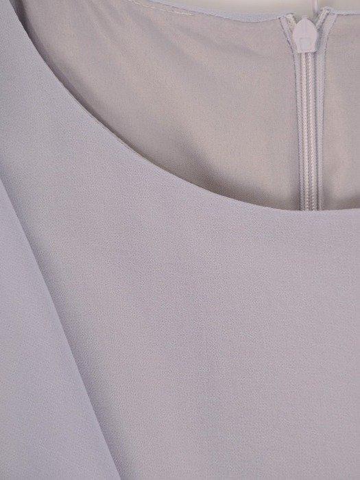 Zwiewna, szara sukienka z aplikacją w pasie 25970