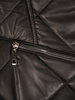 Czarna kurtka z ozdobnym kapturem i przednimi kieszeniami 31098