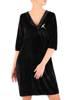 Czarna, welurowa sukienka z ozdobną broszką 28657