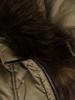Oliwkowa kurtka z ozdobnym kapturem i przednimi kieszeniami 31101