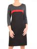 Prosta sukienka z dzianiny z ozdobną, czerwoną wstawką 31022