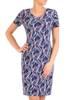 Sukienka w ciekawy wzór, prosty fason z dekoltem w serek 28836